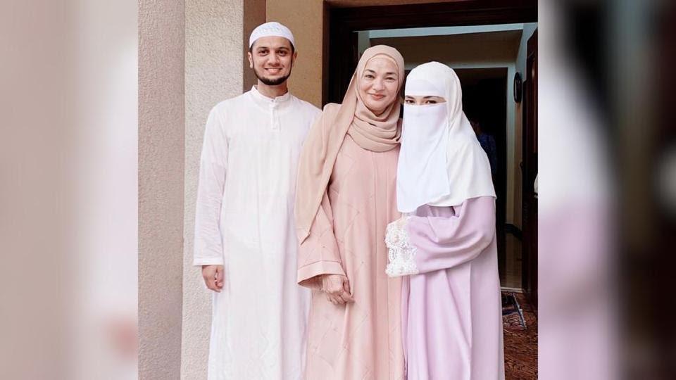 Ibu Neelofa, Noorkartini Noor Mohamed meluahkan kesyukuran anak kesayangannya bakal bertemu jodoh dengan lelaki beriman. - Foto IG Noorkartini Noor Mohamed